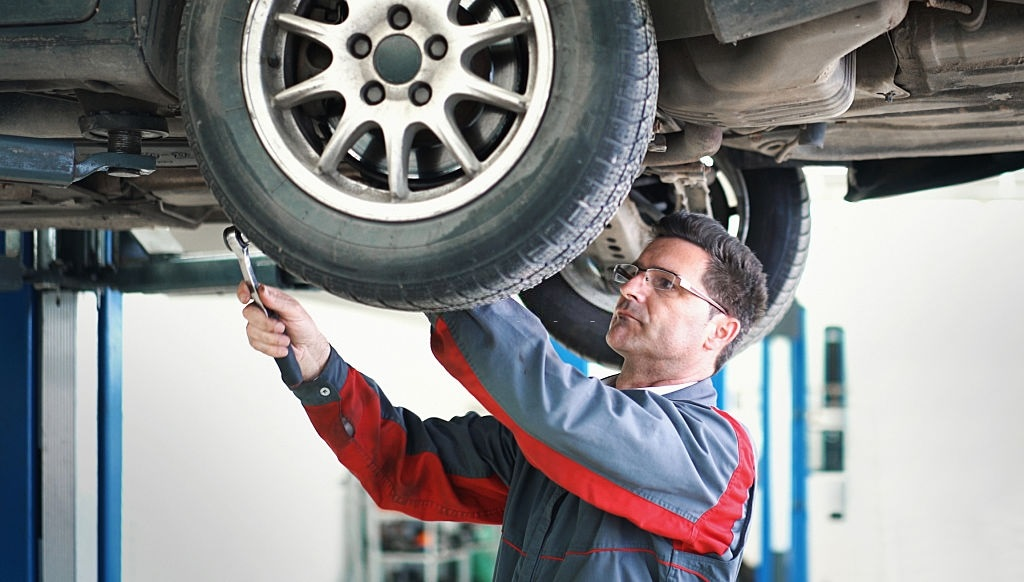 Best Cheap Torque Wrench For Lug Nuts, Tires & Bikes