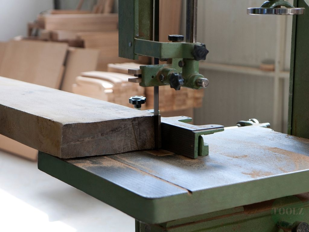 Top 7 Best Band Saws for Workshops 2021 Reviews