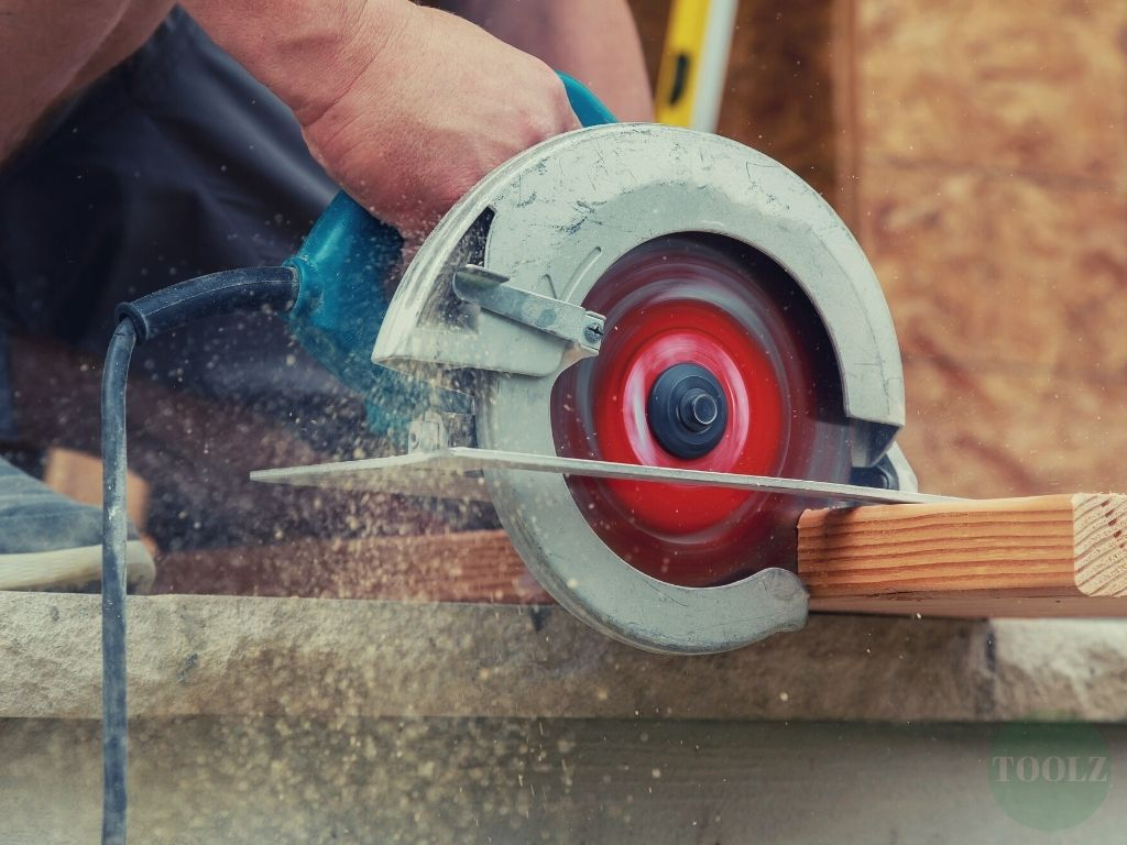 Top 9 Best Circular Saws for Beginners, Homeowners, DIYERS and Professionals (2021 Reviews)