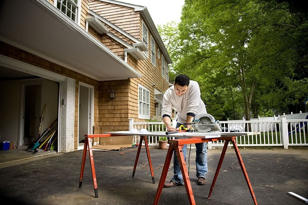 Top 5 Best Track Saws for Builders & Carpenters 2021 Reviews