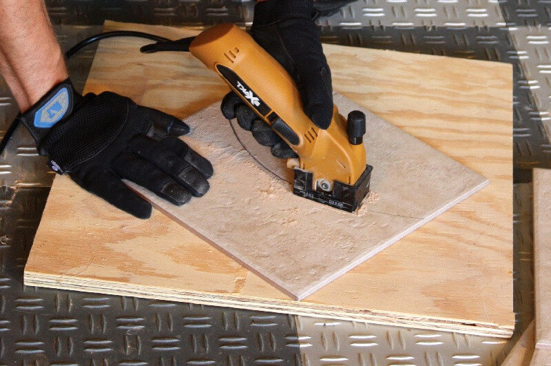 Curved-tile-cutting-bathroom-flooring-How-to-lay-tile