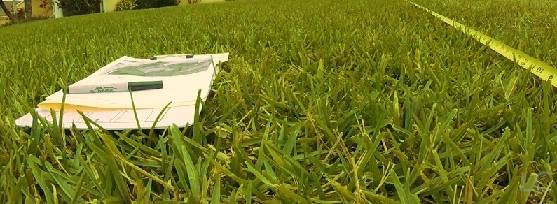 Measuring-lawn-space-How-to-lay-fake-grass
