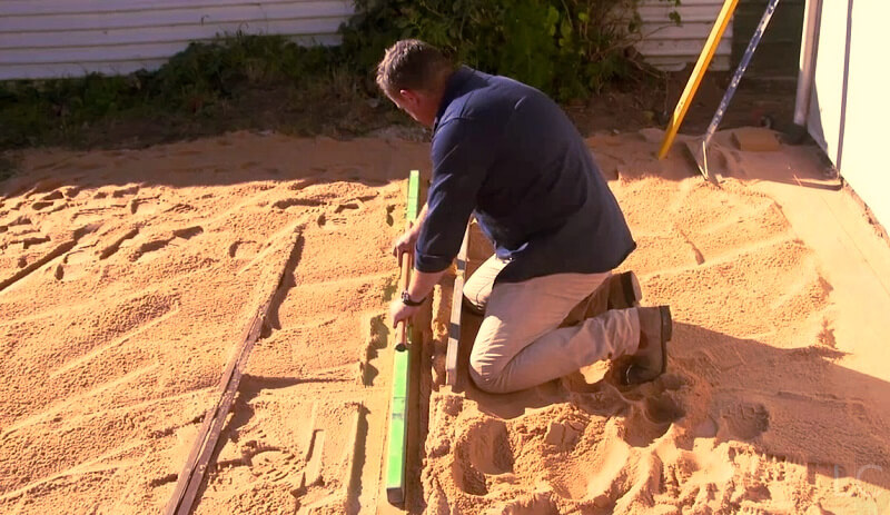 Screeding-rock-gravel-for-synthetic-lawn-1