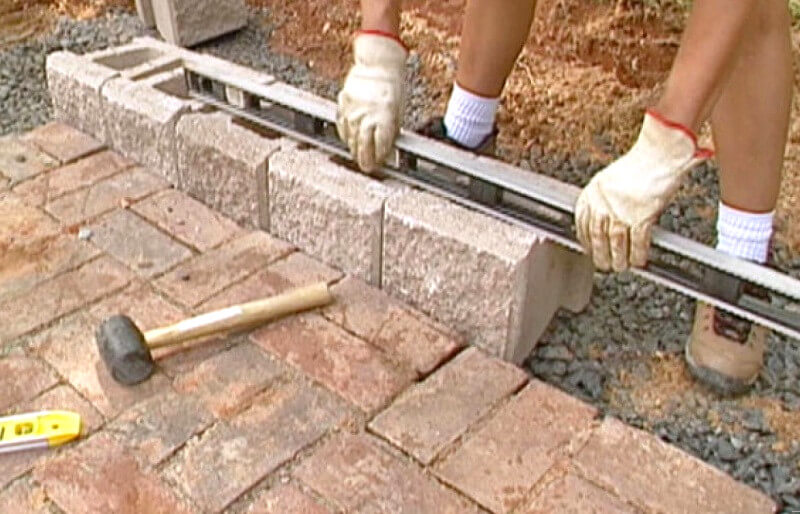 first-retaining-wall-layer-how-to-build-a-retaining-wall
