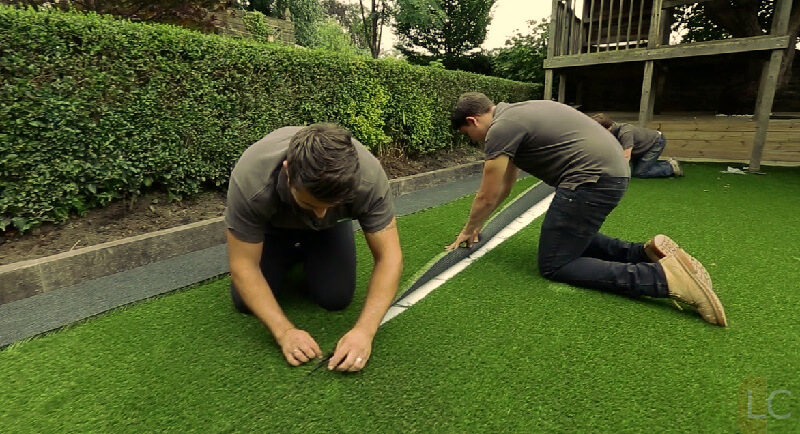 join-artificial-grass-piece-how-to-lay-artificial-turf